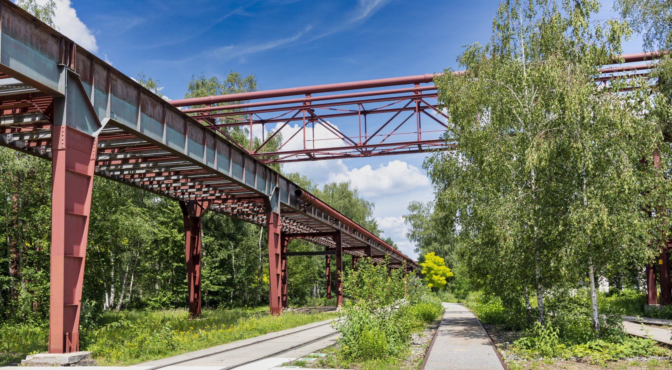 Rohrbrücke links Bandbrücke für Kohletransport