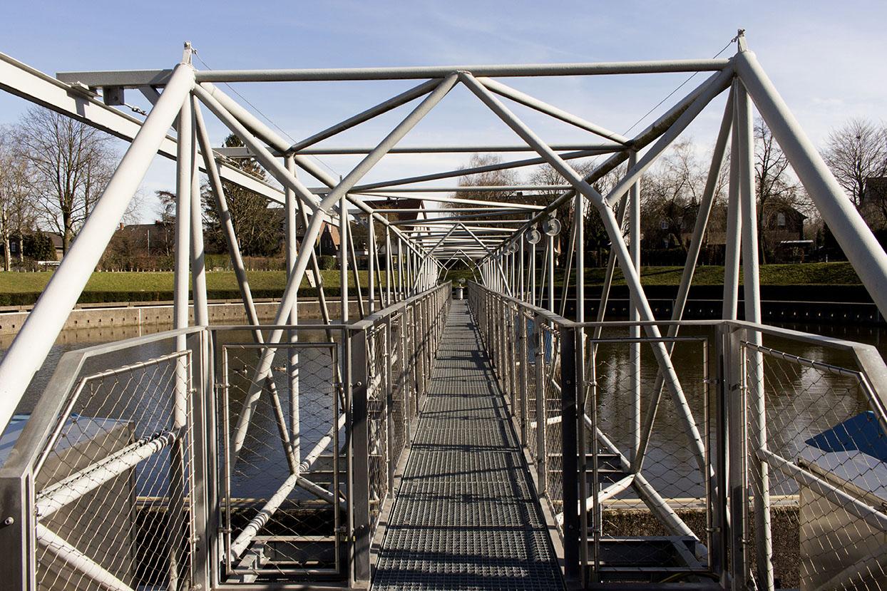 Brücke im Bernepark