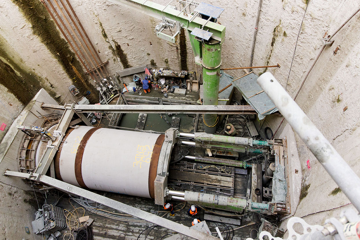 Abwasserrohr wird hydraulisch eingepresst