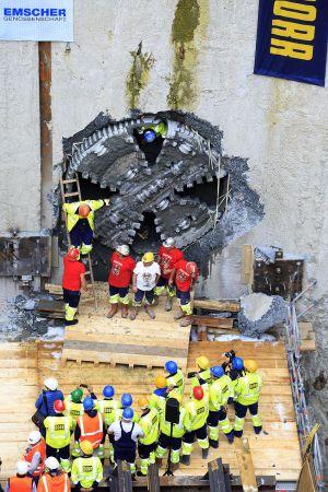 Die letzten Arbeiter verlassen die Tunnelbohrmaschine